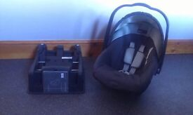 Mamas and Papas Baby Car Seat & Base in Good Condition