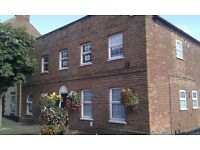 SURREY, FARNHAM, OFFICE SUITE TO LET - 475-124- SQ FT - PARKING