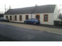Near Edinburgh - Large 3 Bedroom Detached Cottage - 4 Car Private Parking - High Ceilings Throughout