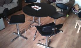Black granits circular table and 4 leather stools