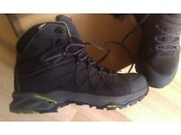 **NOW SOLD* SOLD * Walking Boots SIZE 9 Mammut Mercury High GTX Gortex Water Proof