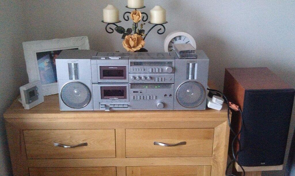 amstrad 8090 retro 80s portable stereo