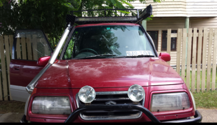 1995 Suzuki Vitara with modifications