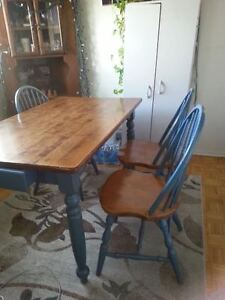 Country Table with drawers