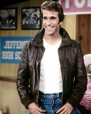 1974 Happy Days HENRY WINKLER Fonzie Glossy 8x10 Photo 'The Fonz' Print Poster