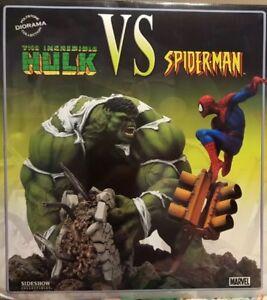 Sideshow Collectibles Hulk vs Spiderman diorama