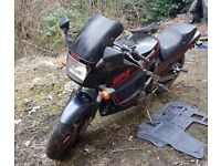 1986 Kawasaki GPZ 400cc for sale - good condition, starts and runs. V5 and keys. Needs some TLC.