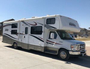 Class C | Find RVs, Motorhomes or Camper Vans Near Me in