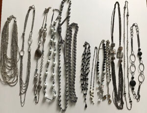 Colliers, bracelets et bagues