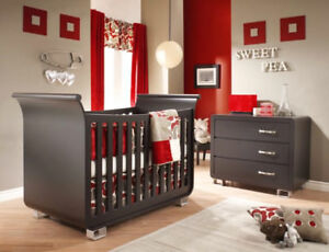 Modern crib and dresser set including organic mattress and cover