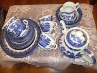 Willow pattern tea set, pudding bowls and dinner plates with matching tea pot