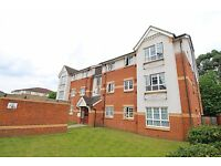 Modern 2 Bedroom 2 Bathroom Flat Near Hounslow High Street with Parking