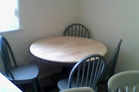 solid round table set
