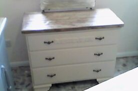 solid dressing table /set of drawers