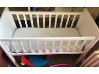 White Wooden Moses basket/crib