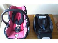 Iso-fix base and maxi cosi car seat