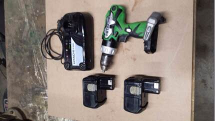 Hitachi 18v Drill. 2 x Batteries & Charger. Good condition
