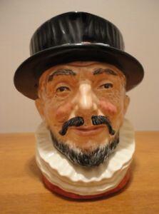 Royal Doulton, Figurine, Face Mug, Beefeater, D-6206.