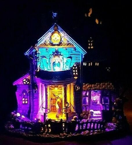 Lemax Spooky Town 13 GHASTLY LANE #05003   Awesome LED Lighting!