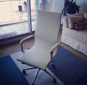 WHITE EXECUTIVE OFFICE CHAIR - PICK UP ONLY! Woolloomooloo Inner Sydney Preview