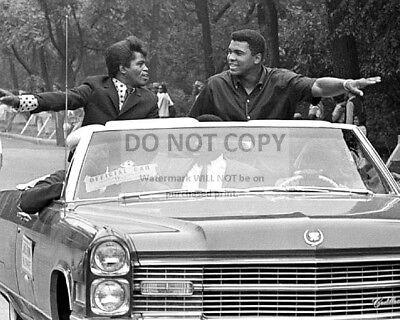 JAMES BROWN & MUHAMMAD ALI SERVES AS GRAND MARSHALS CHICAGO  8X10 PHOTO (AA-758)