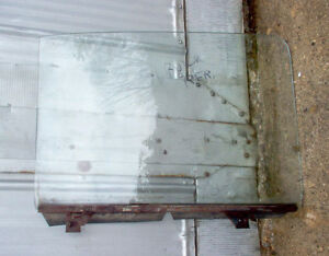1951 BUICK 4DR.RIGHT FRONT WINDOW GLASS