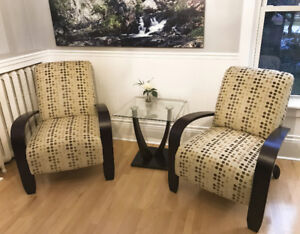 Contemporary, Comfortable chairs and end table
