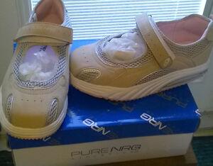 NEW NRG Mary Jane Style Shoe - Size 7M