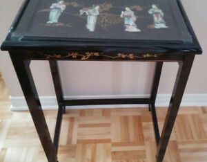 Table Chinoise Noire Artisanale - Artisanal Black Chinese Table