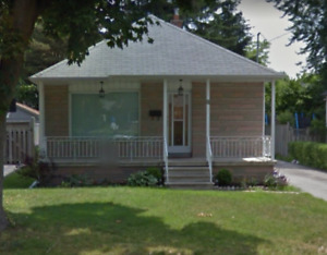 Hot Listing - Bungalow in Sought-after Alderwood