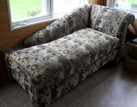 NEW PRICE! Chaise lounge in excellent condition for sale