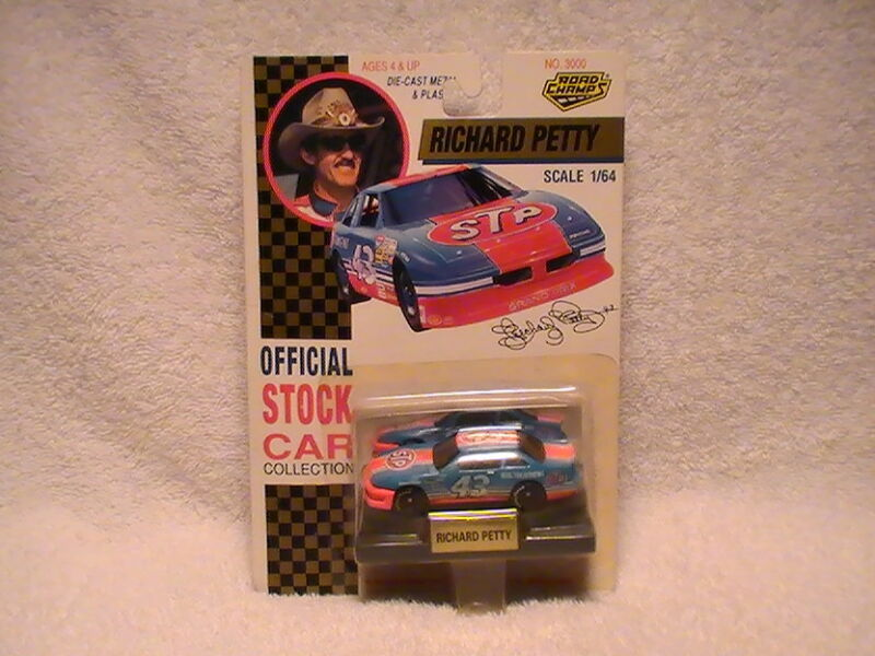 Richard Petty #43 STP Pontiac, 1/64 Road Champs Diecast