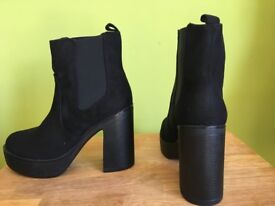 PLATFORM CHELSEA BOOTS NEW IN BOX NOT WORN SIZE 7