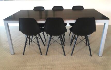 Aero dining table with 6 Eifel chairs (Can Delivery)