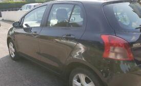 Black Toyota Yaris 2006