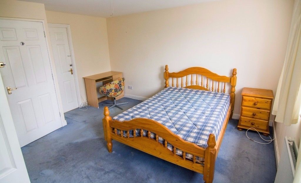 *2 DOUBLE ROOMS IN THE SAME FLAT/CANARY WHARF