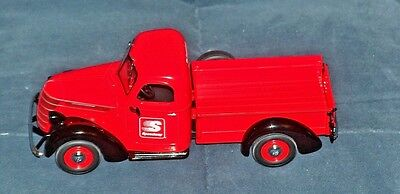 1/25 SCALE VINTAGE INTERNATIONAL D-2 PICKUP  by FIRST GEAR-NEW