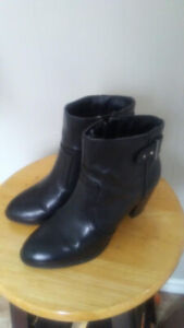 WOMAN'S / GIRL'S BOOTS SIZE 5