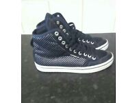 Adidas high tops,perfect cond size 7