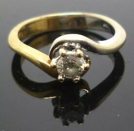 18ct Yellow Gold and White Gold diamond solitaire ring