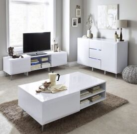 Coffee Table In White High Gloss with 2 drawers in excellent condition.