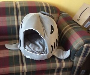 Collapsible Grey Shark Pet Bed (L)