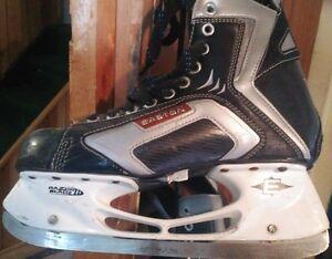 Easton Hockey Skates size 9EE Razor Bladz II