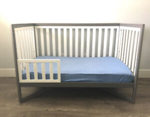 DELTA 4-1 Convertible Crib * Quality solid wood * Like NEW *