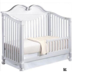 Disney Princess 4-in-1 Crib, Bed. Reduced Price.