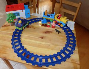 PLAYMOBIL-123- train - abri - véhicules - figurines 20 mcx - 25$