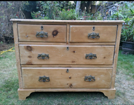 Pinewood chest of drawers
