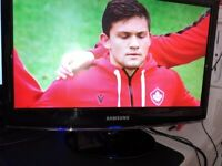 """Samsung 19"""" LCD TV / Monitor with Freeview & Original Remote Control"""
