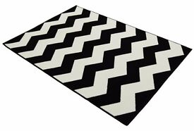 Black & White Chevron Geometric Rug