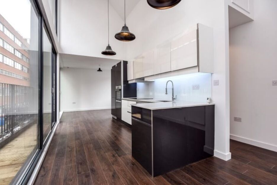 Ultra-Modern, Top Spec New Build House Moments From Tooting Broadway Underground Station - SW17